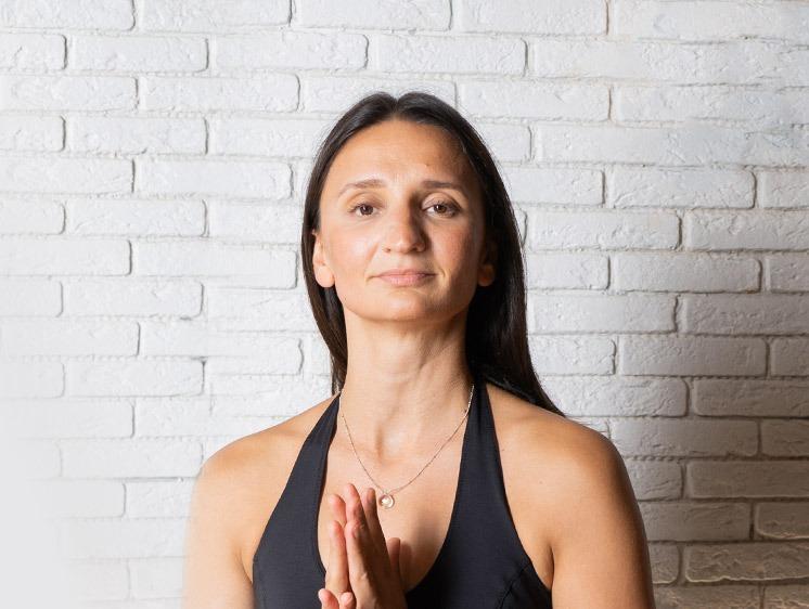 Jivamukti <br> yoga with Maria Artamonova <br> with live music